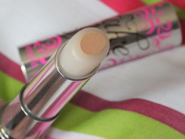 Concealer - Fake Up by Benefit Review and swatches 02